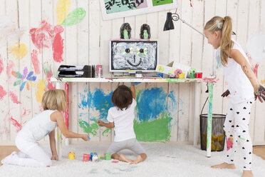 Three girls painting office with finger paint - DRF01726