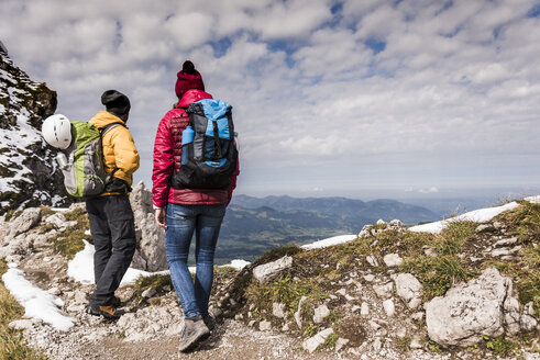 Germany, Bavaria, Oberstdorf, two hikers in alpine scenery - UUF12134