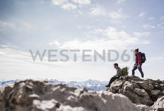 Germany, Bavaria, Oberstdorf, two hikers on rock in alpine scenery - UUF12161 - Uwe Umstätter/Westend61