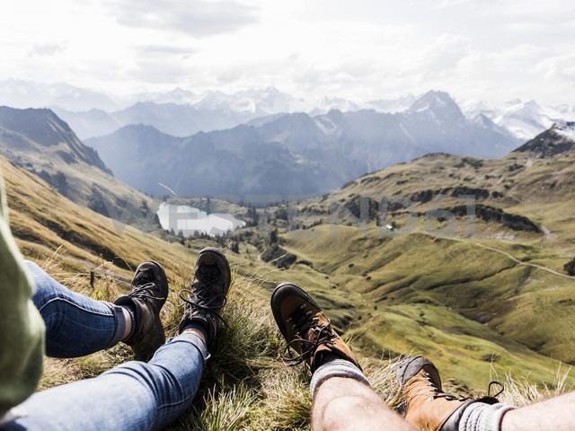 Germany, Bavaria, Oberstdorf, legs of two hikers resting in alpine scenery - UUF12182 - Uwe Umstätter/Westend61