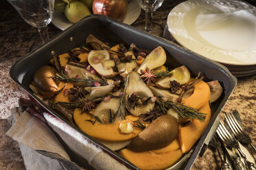 Vegan oven vegetables with pumpkin, pears and spices in roasting tray - CSTF01410