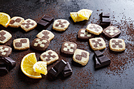 Black and white short crust Christmas cookies with orange slices and dark chocolate - CSF28499