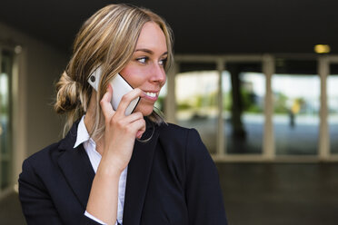 Portrait of smiling businesswoman on the phone - MGIF00181