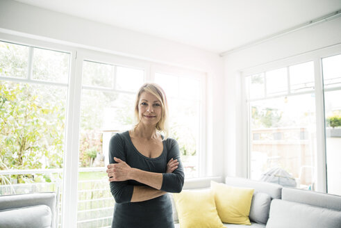 Portrait of smiling woman at home - MOEF00238