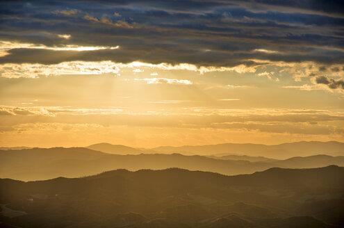 Italy, Umbria, Apennines, Monte Cucco Park at sunset - LOMF00666