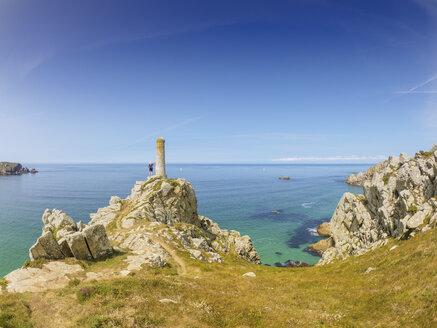 France, Pointe de Brezellec, Senior hiker looking at the sea - LAF01941