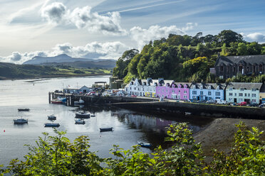 Great Britain, Scotland, Isle of Skye, Harbour of Portree - STSF01346