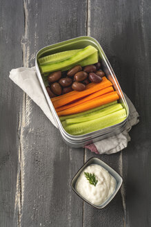 Vegan Picknick, cucumber, carrot, black olive and soy yogurt - ODF01567