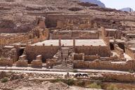 Jordania, Wadi Musa, Petra, colonnaded street, temple ruin - MABF00464
