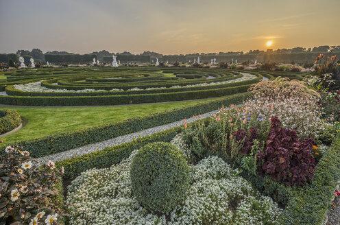 Germany, Lower Saxony, Hanover, Herrenhaeuser Gaerten, Great Garden at sunset - PVCF01116