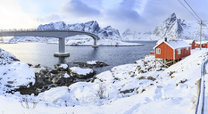 Norway, Lofoten, Hamnoy Island, fisherman's cabins - VTF00596