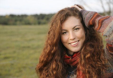 Portrait of redheaded young woman in autumn - FCF01294