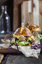 Pretzel roll with chicken escalope, lettuce and curry sauce - SBDF03356