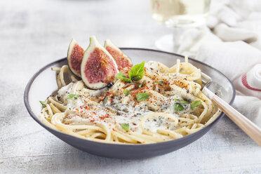 Spaghetti al gorgonzola, spaghetti with gorgonzola sauce, figs and white wine - SBDF03368