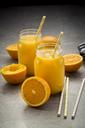 Oranges, glasses of freshly squeezed orange juice - LVF06403
