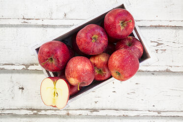 Red apples in box - LVF06406