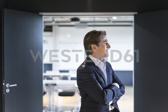Smiling businessman in office - JOSF01854