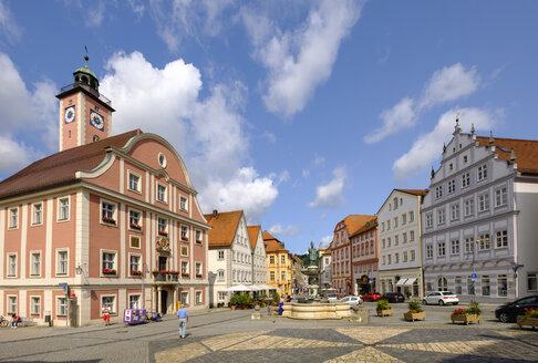 Germany, Bavaria, Altmuehl Valley, Eichstaett, market square with town hall and fountain - SIEF07578