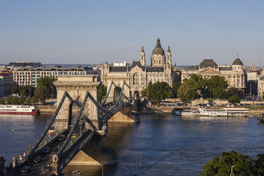 Hungary, Budapest, cityscape with the Chain Bridge on Danube river - ABOF00313