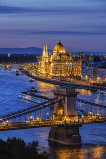 Hungary, Budapest, tranquil evening in the city with lit up Hungarian Parliament and Chain Bridge on Danube River - ABOF00325