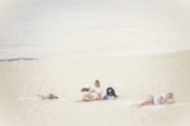 Two people on the beach - CMF00747