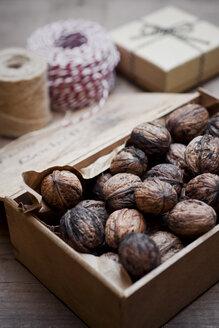 Wooden box of organic walnuts - CZF00314
