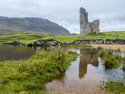 UK, Scotland, Highland, Loch Asynt, Ardvreck Castle ruin - STSF01412
