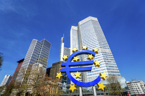 Germany, Frankfurt, Euro symbol and skyscrapers of European Central Bank in the background - PUF00910