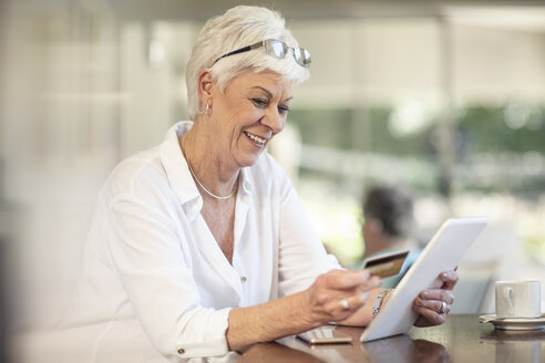 Senior woman shopping online with credit card - ZEF14747