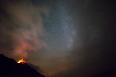 Italy, Aeolian Islands, Stromboli, volcanic eruption before night sky and milky way background, lava bombs - THGF00029