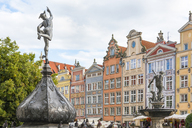 Poland, Pomerania, Gdansk, Old town, Langgasse, Neptun fountain and houses - CSTF01520