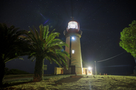 South Africa, Cape Town, Robben Island, Lighthouse at night - ZE14856