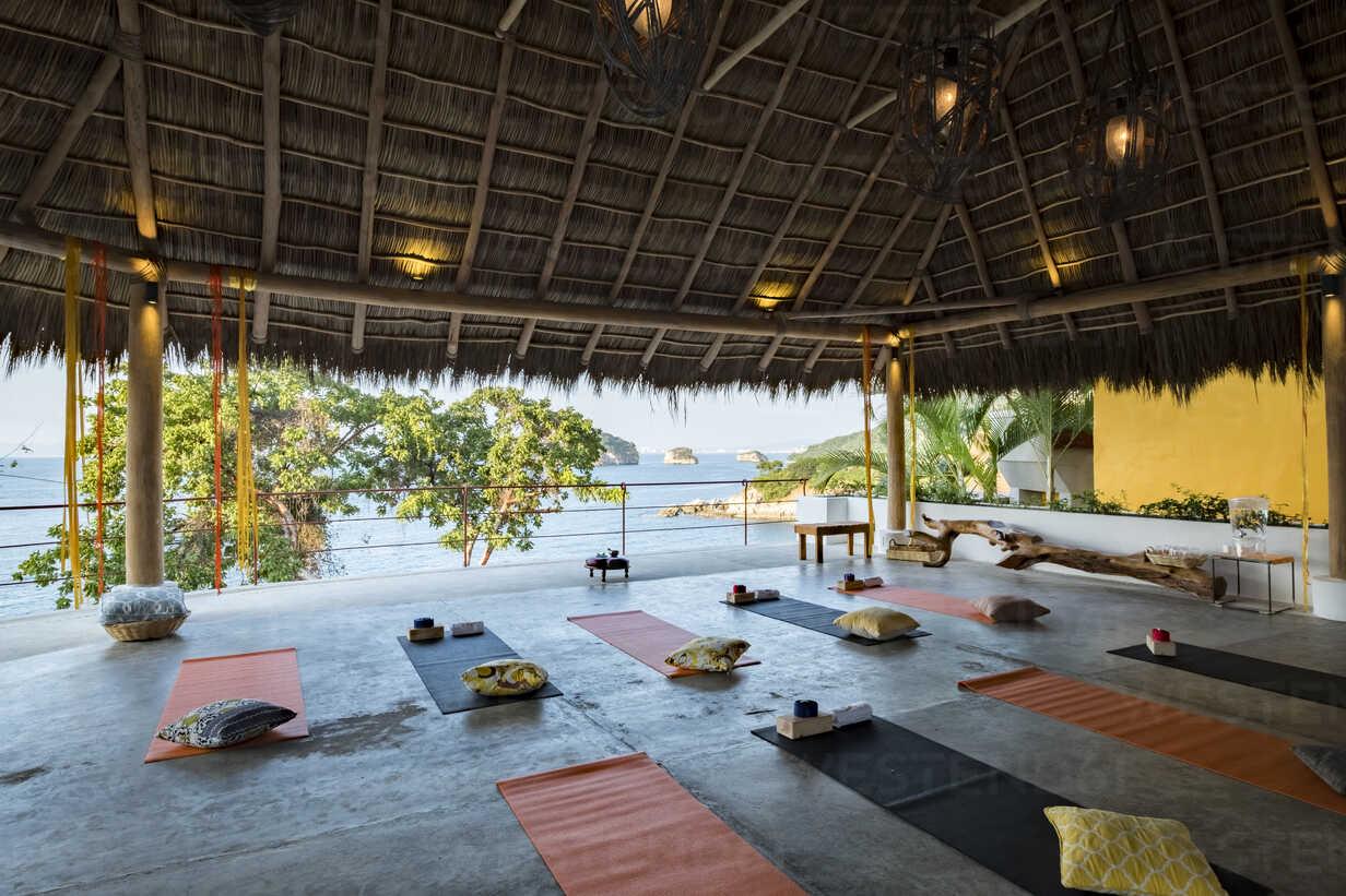 Mexico, Puerto Vallarta, Mismaloya, Luxury yoga retreat - ABAF02188 - André Babiak/Westend61