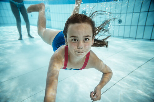 Portrait of girl under water in swimming pool - MFF04168