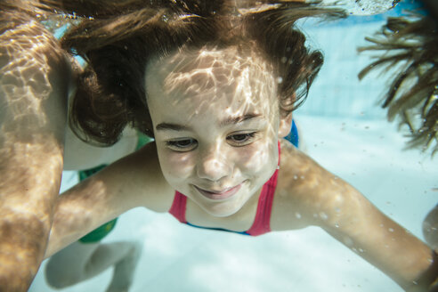 Portrait of girl under water in swimming pool - MFF04171