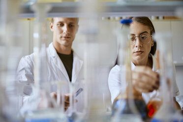 Young man and woman working together in laboratory - ZEDF01013