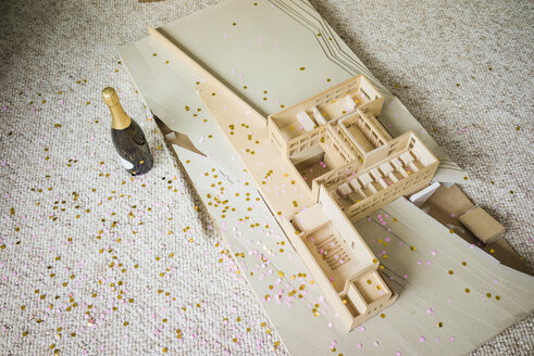 Still life with architectural model, confetti and bottle of champagne - JOSF01971