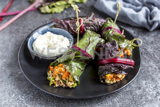 Stuffed mangold leaves and cream cheese dip - SARF03413 - Sandra Roesch/Westend61