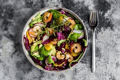 Lamb's lettuce, radicchio, shrimp, red radish, orange, pine nut, rosemary, avocado in bowl - SARF03418