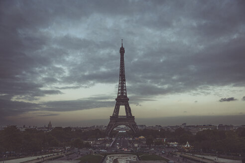 France, Ile-de-France, Paris, Eiffel Tower at blue hour, View from Trocadero - CHPF00453