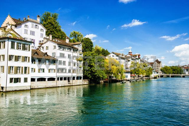 Switzerland, Zurich, houses at river Limmat - KIJF01714