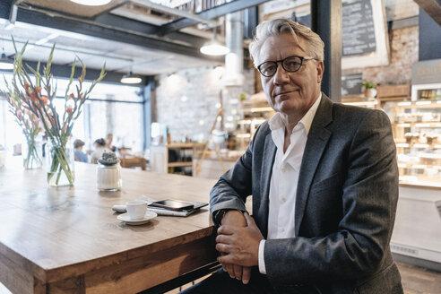 Businessman taking a break in a cafe - GUSF00249