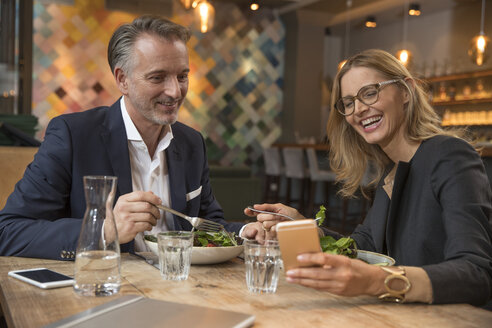 Two business people having lunch in restaurant - SUF00350