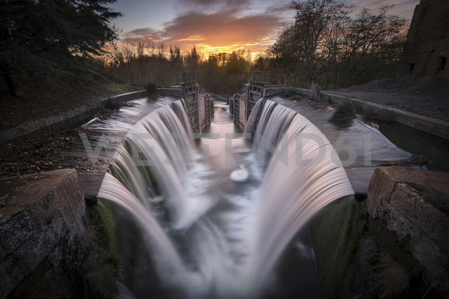 Spain, Palencia, Canal de Castilla, waterfall, long exposure at sunset - DHCF00163