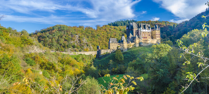 Germany, Wierschem, View to Eltz Castle in autumn - MH00429