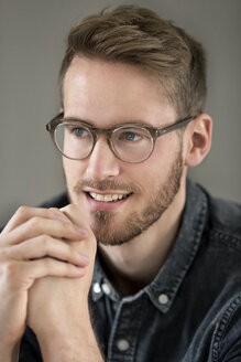 Portrait of smiling young man with glasses - PESF00788