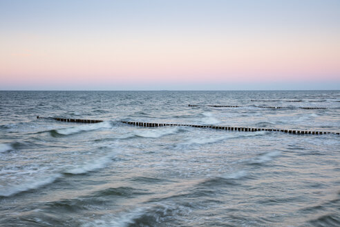 Germany, Fischland-Darss-Zingst, Zingst, Baltic Sea, breakwater in the evening - WIF03465