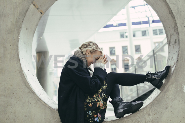 Fashionable laughing woman in autumn - KMKF00085