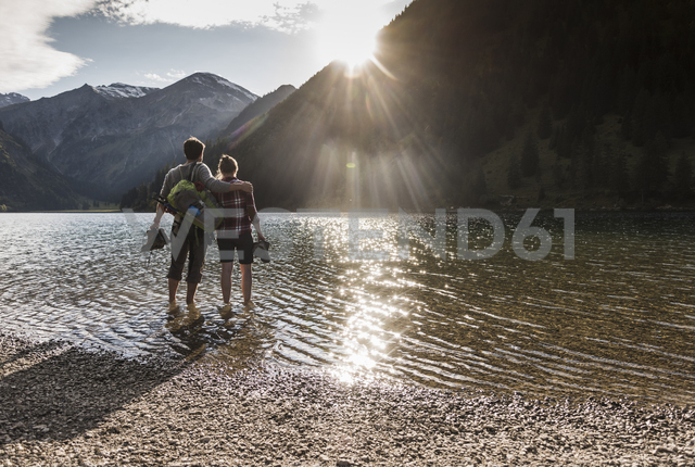 Austria, Tyrol, hiking couple refreshing in mountain lake - UUF12490