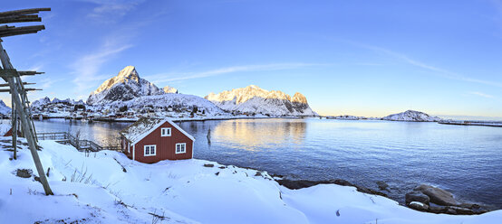 Norway, Lofoten Islands, fishing village Reine in the morning - VTF00614